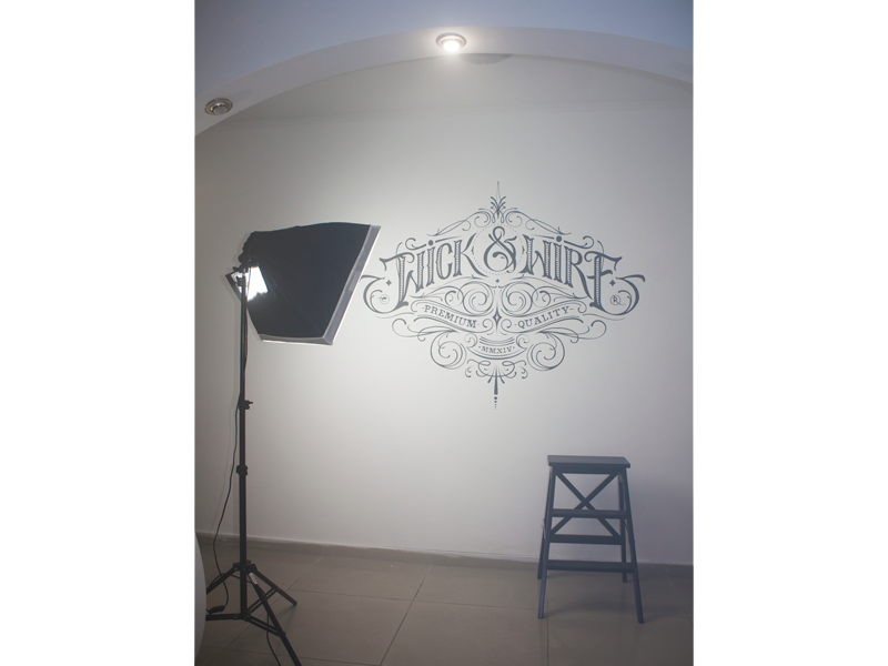 Рисунки на стене. Надпись. Логотип